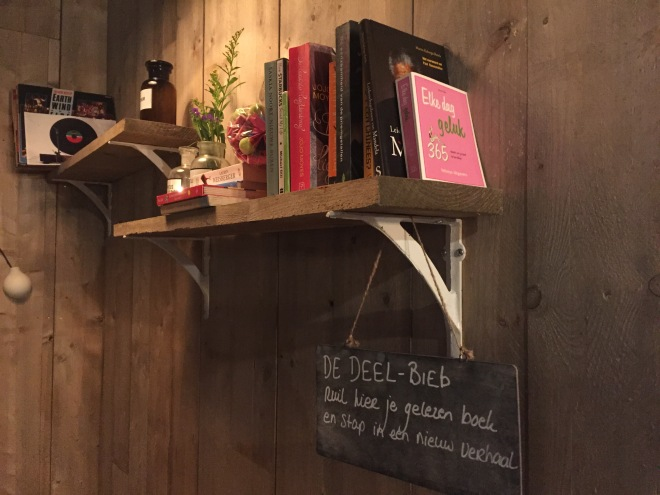 The sharing library at Gezondigd. Change your old book for a new one and keep reading!