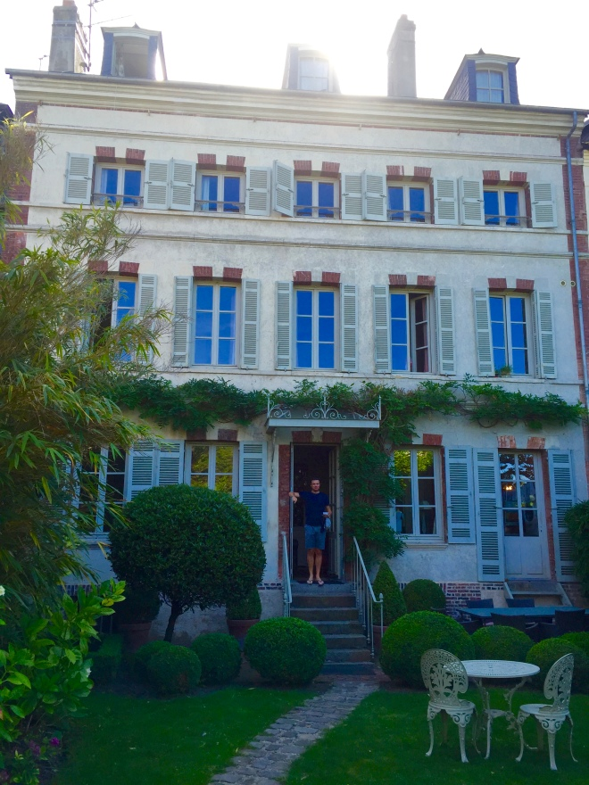 La Petite Folie is a small B&B in Honfleur. The location is as central as can be.